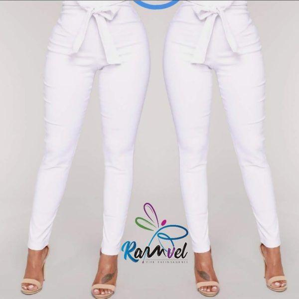 pantalón talle alto strech con detalle en pretina blanco